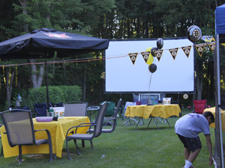 outdoor-movie-screen-bruins-event